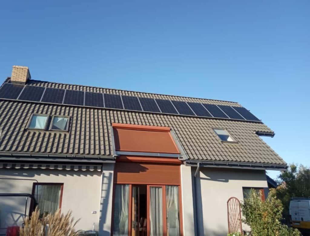 instalacja na skosnym dachu