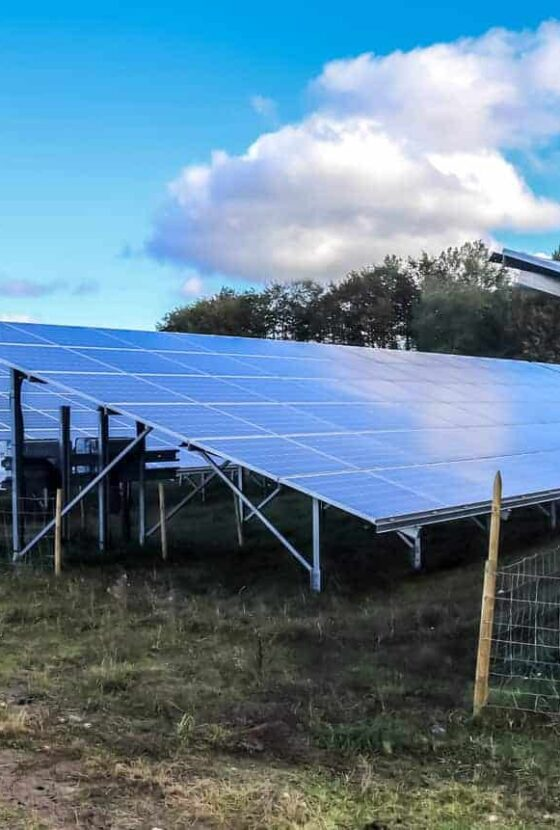 34409852_generating-clean-energy-with-solar-modules-in-a-big-park-in-nort (1)